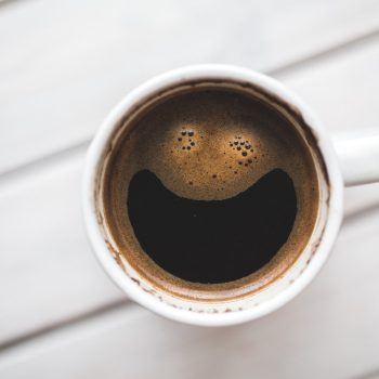 tasse de café souriante
